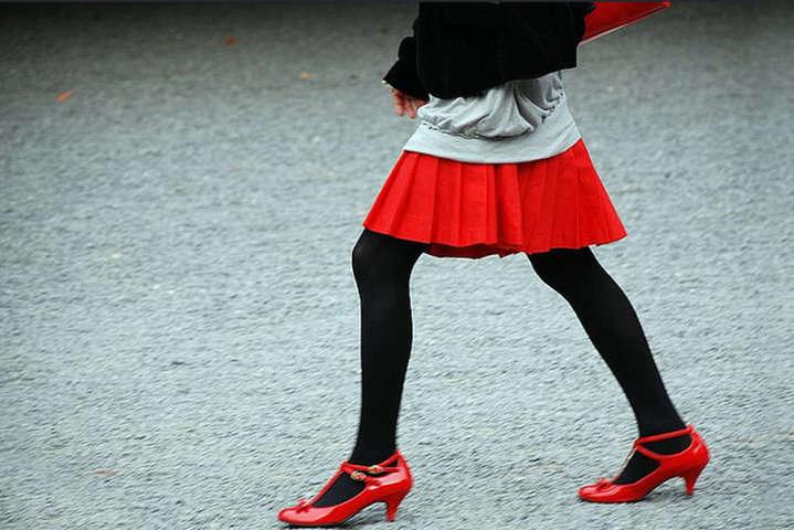 22efbb98d Cómo vestir unas medias de forma elegante